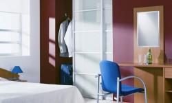 Спальня - шкаф купе Командор с матовыми стеклами