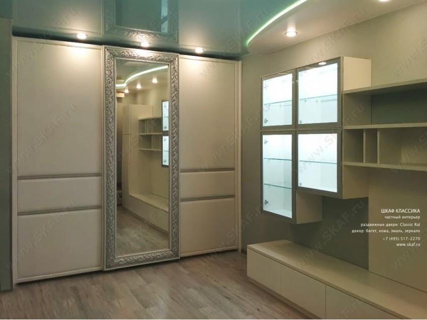 Шкаф-купе Классика 006 с раздвижными дверьми из МДФ, декорированный  кожей и зеркалом