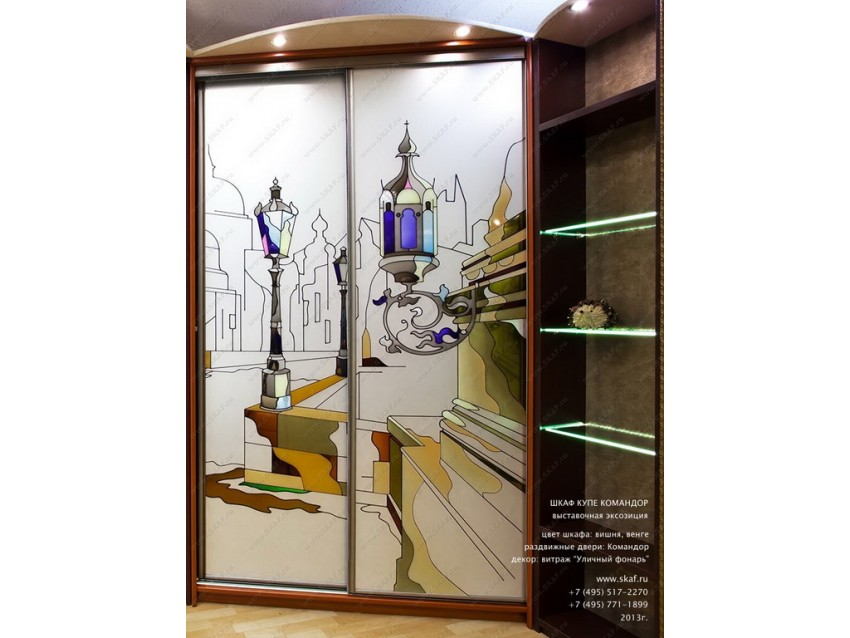 Шкаф-купе с витражом Город на матовом стекле