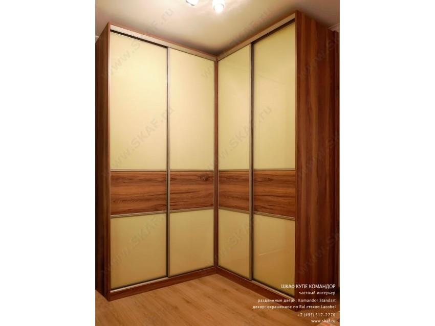 Угловой шкаф-купе Командор 187  с раздвижными дверьми Komandor Стандарт, декорированный  стеклом Лакобель